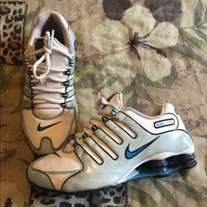 Nike Shoes - Nice pair of Nike Shox NZ